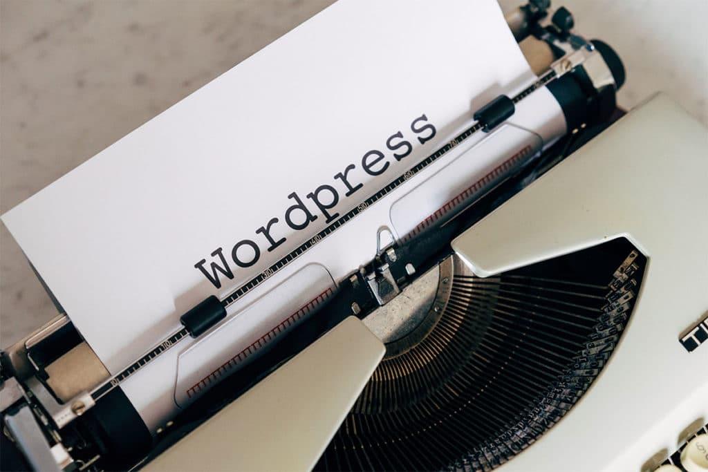 feuille sortant d'une machine à écrire avec écrit WordPress